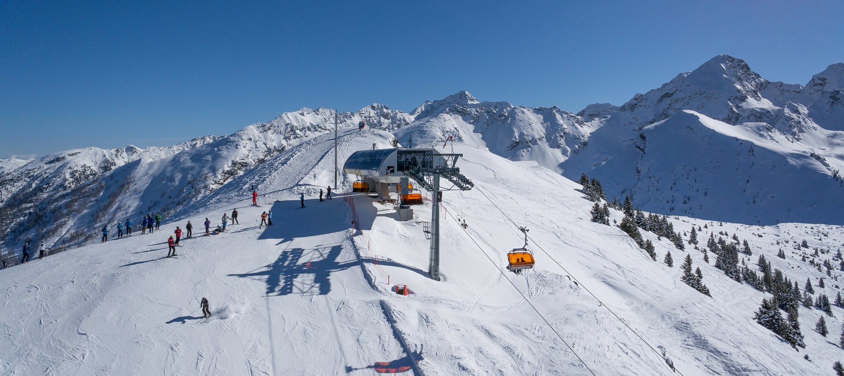 Highest point of the Schladming 4-mountain ski circuit - Hauser Kaibling Gipfelbahn (2.015m).